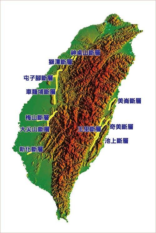 台灣地貌,活動斷層分布在全台各個地區,大小地震不斷。必須注重建築物的防震結構安全, 才能與大自然共處。(資料來源:交通部中央氣象局)