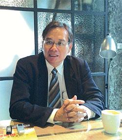 淡江大學國際事務與戰略研究所教授翁明賢