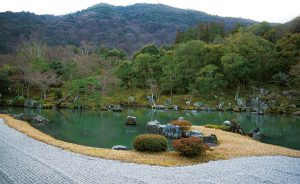 曹源池庭園是日本第一個被指定為「史蹟特別名勝」的場所。