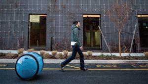 Gita隨使用者走動雙輪行李箱