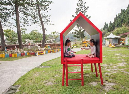 紅色的極簡風小屋