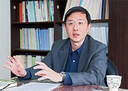中經院WTO及RTA中心副執行長李淳認為,台灣近幾年外商投資意願低迷,主要因素是政府政策搖擺不定,讓外商沒有信心