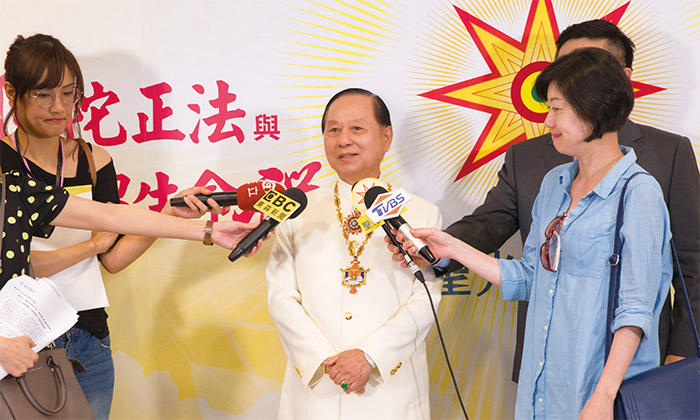 悟覺妙天禪師於演講會後,接受媒體採訪,當晚各大媒體都作了詳實報導。