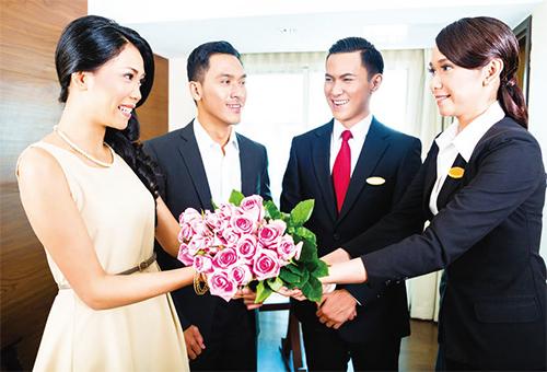 接待人員應著正式服裝或公司制服迎接賓客